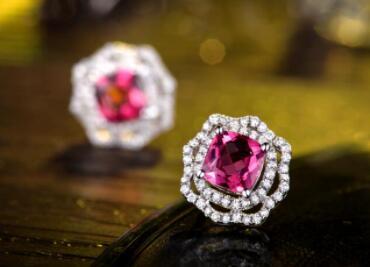 """世界五大珍贵宝石之红宝石 俗称""""鸽血红"""""""