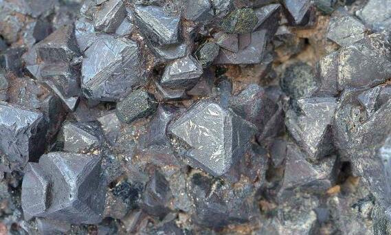 Orea提供有关Montagne d'Or采矿特许权更新状态的最新信息
